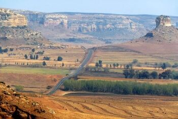 R711 route between Clarens and Fouriesburg, eastern Free State
